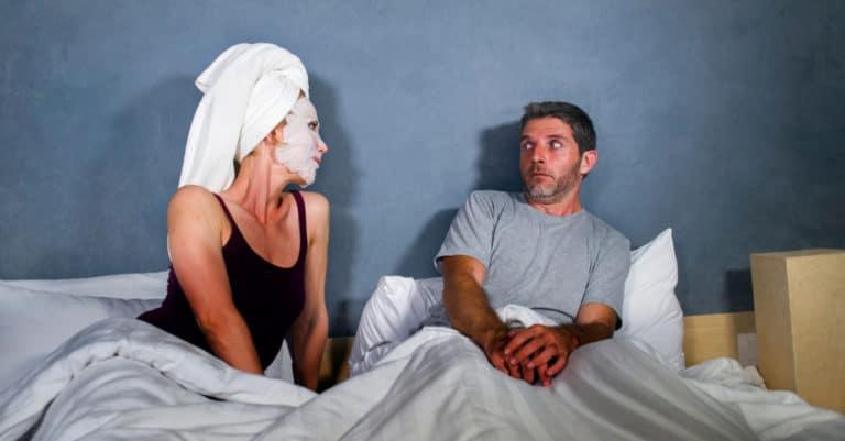 夫婦間に緊張感がないこともセックスレスやマンネリ化の原因になります。