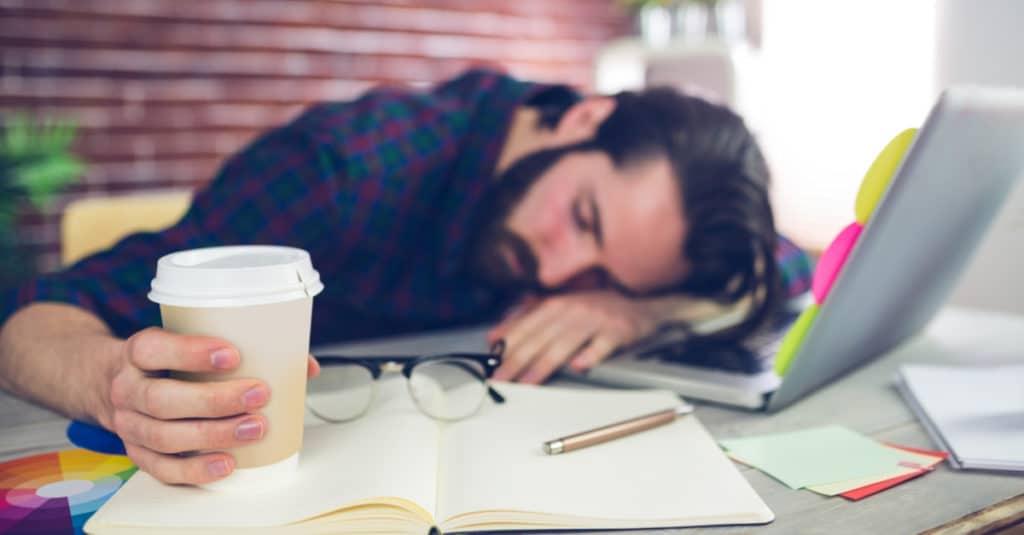 睡眠不足による疲れは性欲の減退を導きます。