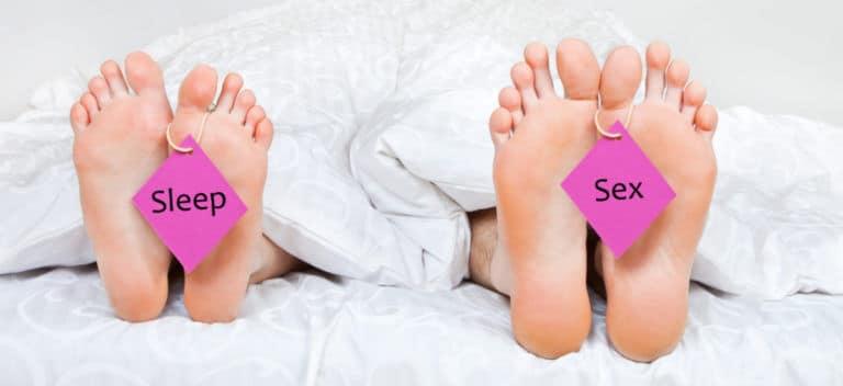 睡眠中に性的な刺激を受けることで勃起が発生して、自然と射精にいたることもあるが、これを夢精と呼ぶ場合もある。