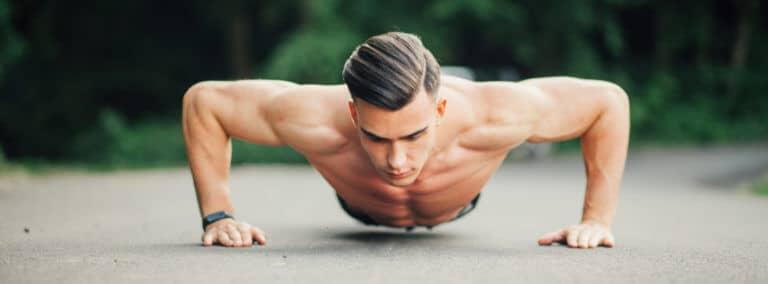 筋トレはテストステロンを増やすために、男性的な身体を作り出します。魅力的な男性になるためには不可欠なホルモンです。