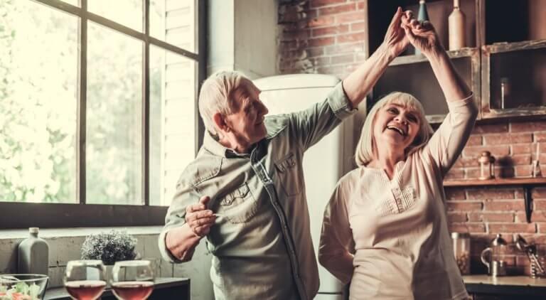 仲の良い高齢者カップル