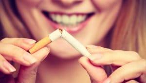 禁煙を提案する女性