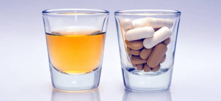 錠剤とドリンク