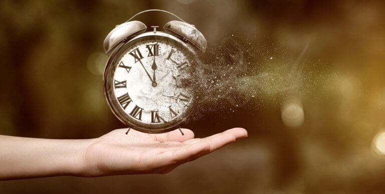 消えていく時計