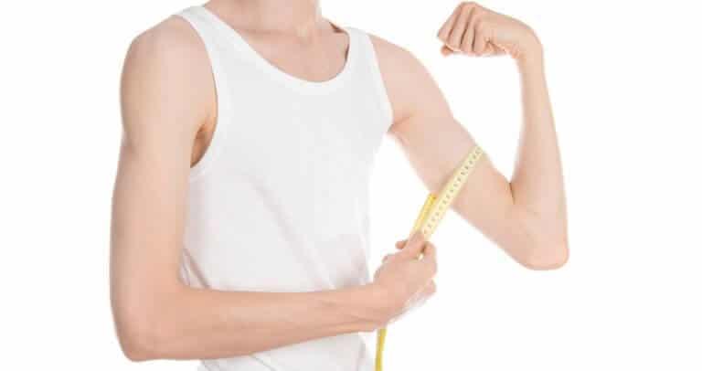 筋肉のない男性