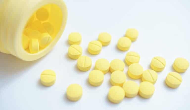 黄色い錠剤