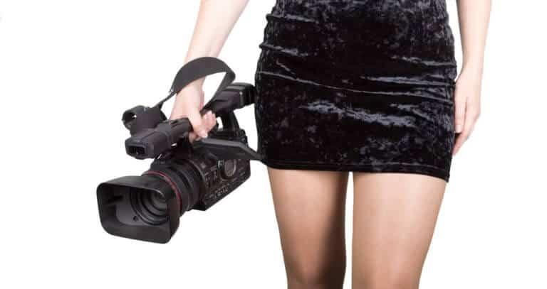 ビデオカメラを持つ人