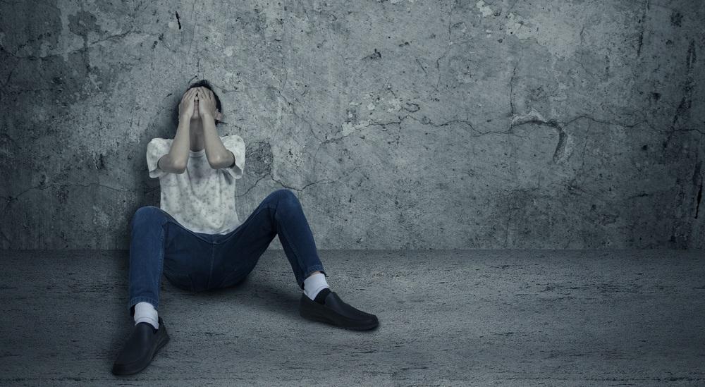 絶望する男性