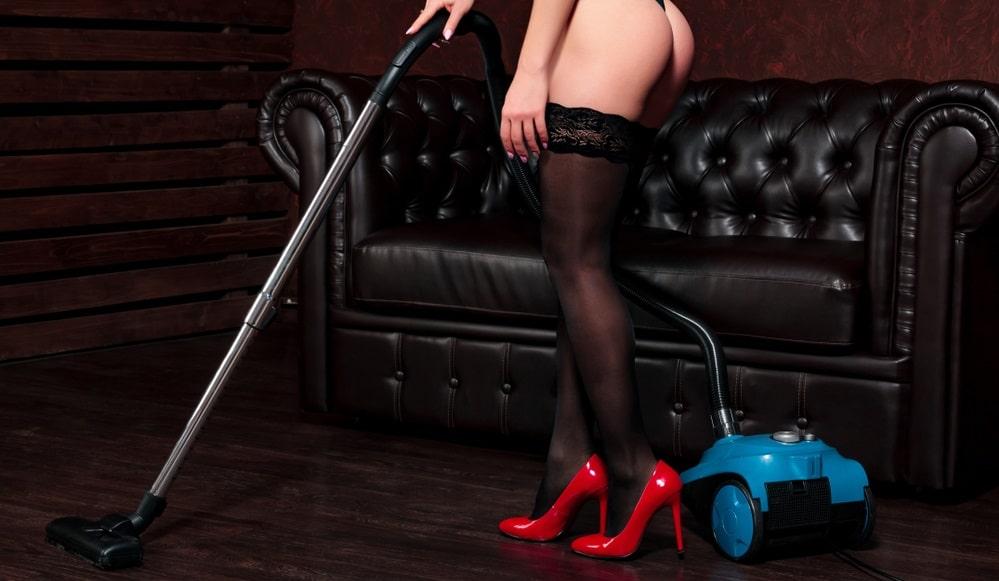 掃除機と女性