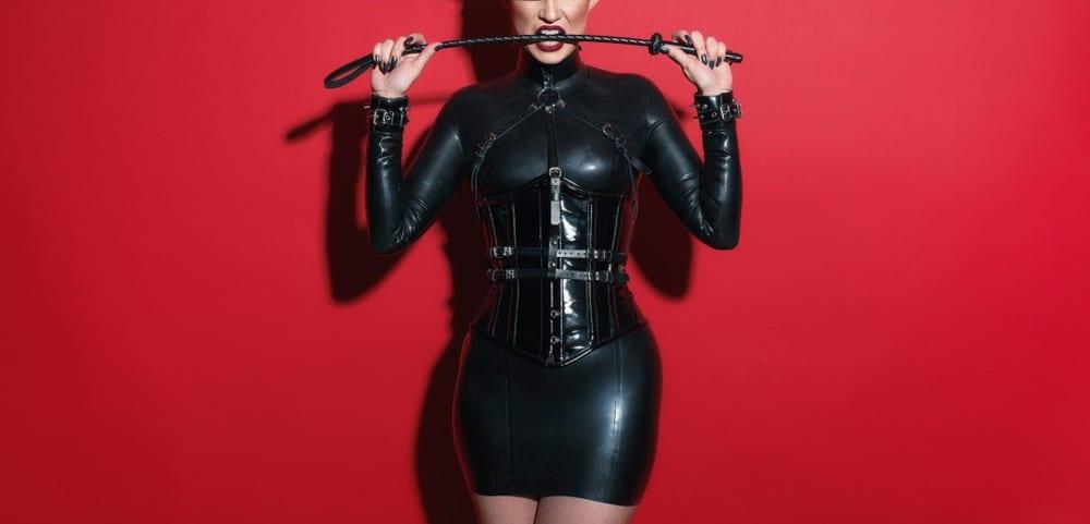 黒い服を着た女王様