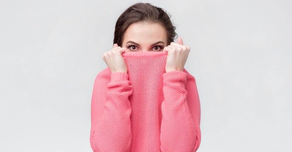 服に包まれている女性
