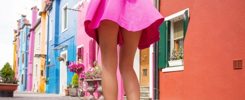 ミニスカートの女性