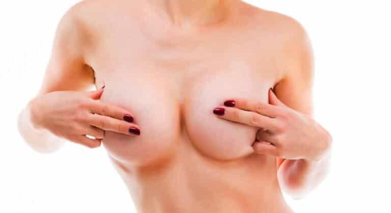 女性の乳首