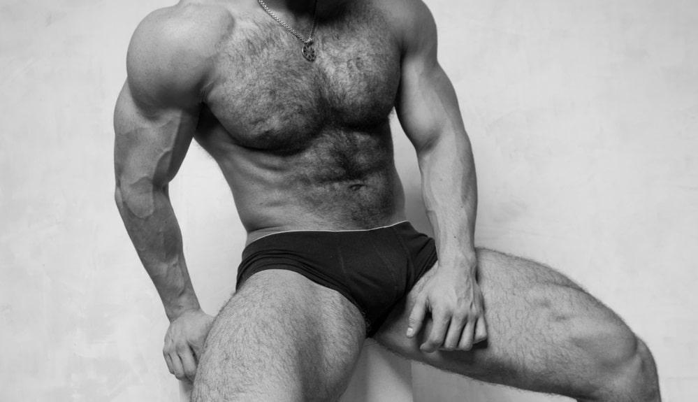 体毛の濃い男性