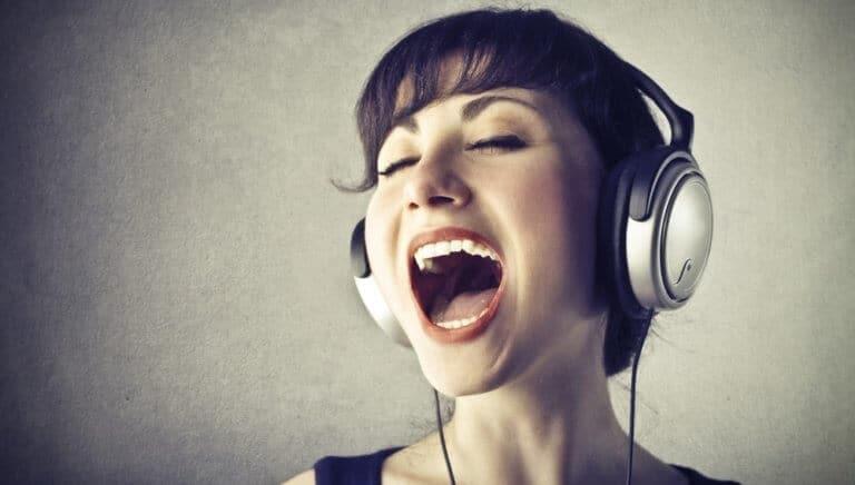 低い声の女性