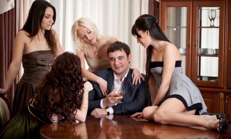 複数の女性を求める男