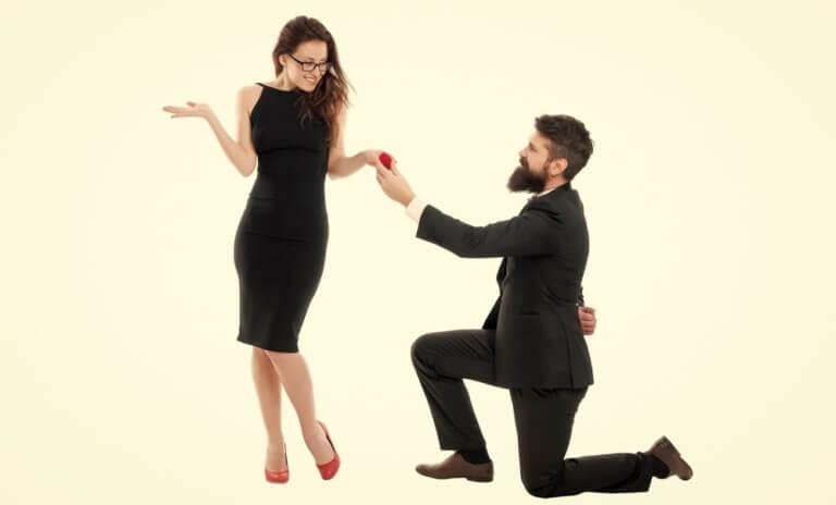 女性をほめる男性