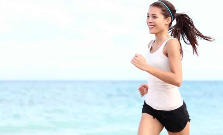 ジョギングをする女性と出会う