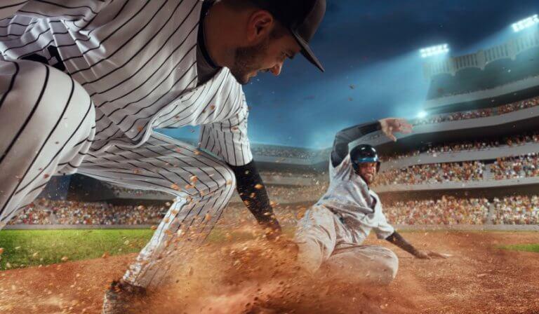 野球をする男性