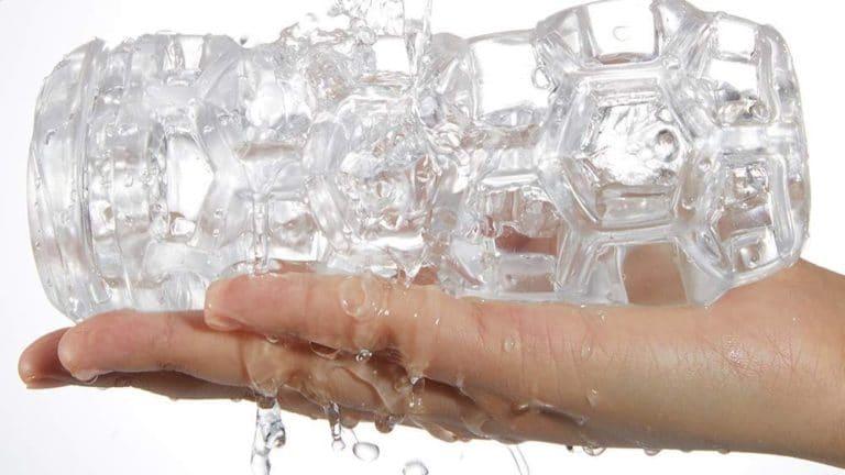 洗いやすく清潔な透明オナホ