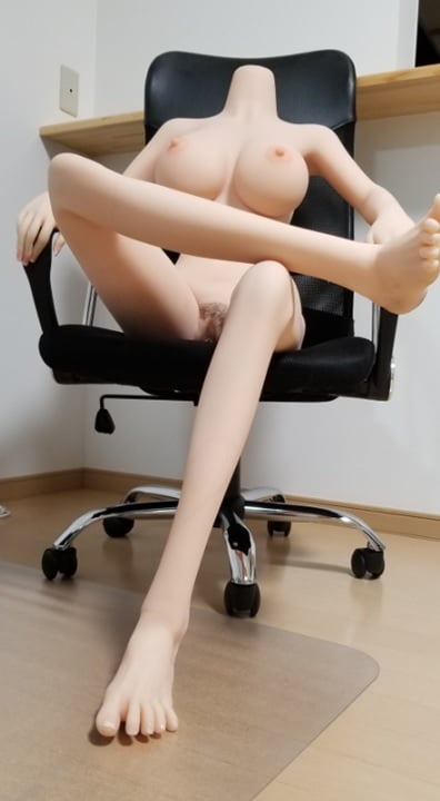 Kanadollを椅子に座らせる