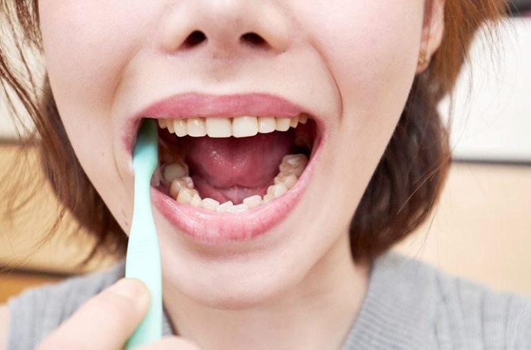 深田えいみの歯磨き