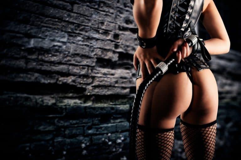 一本鞭を持つ女王様