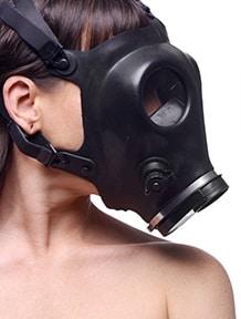ガスマスクを着用
