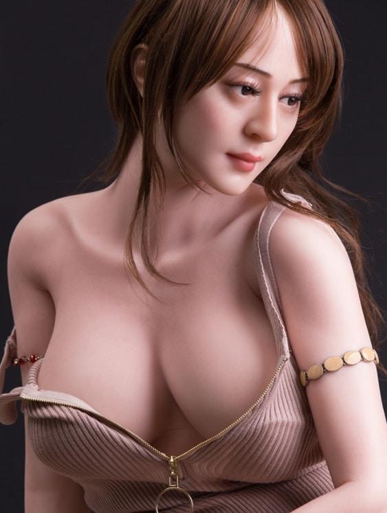 熟女ラブドールの胸