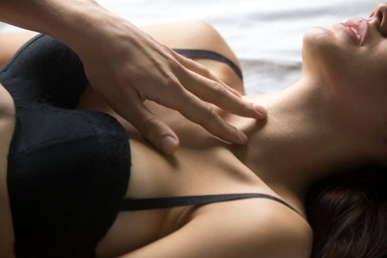 乳首 電流 愛撫