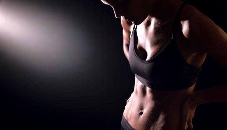 本気で体を鍛える女性