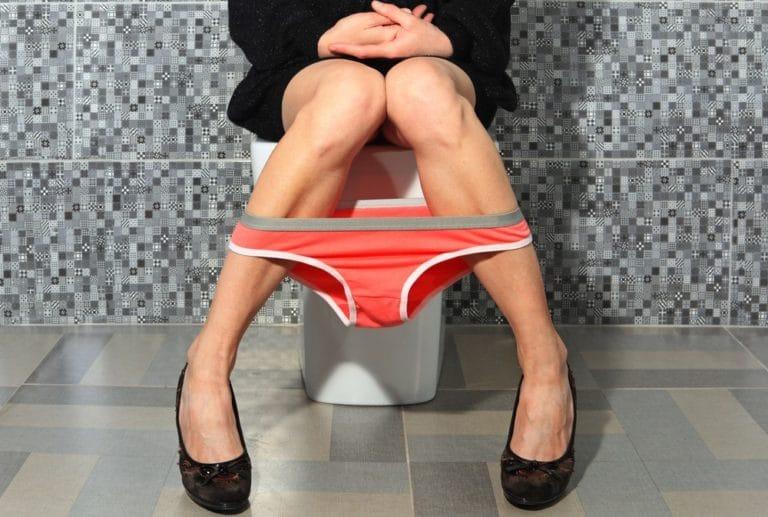 放尿を観察する