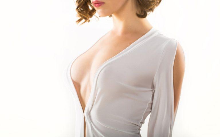 乳首の色を気にする女性