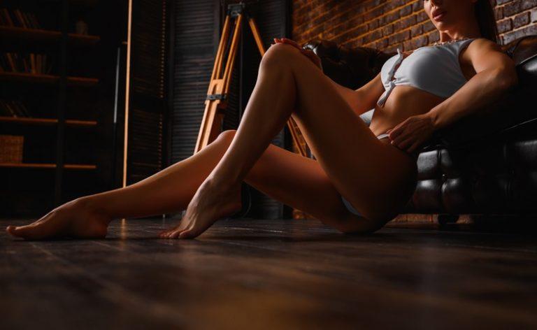 綺麗な足の女性
