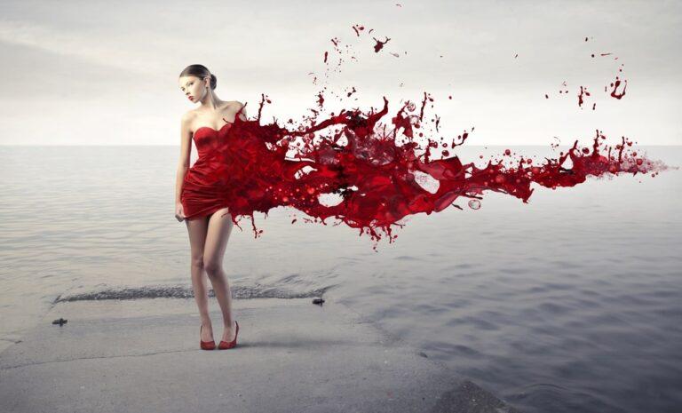 血が出る女性